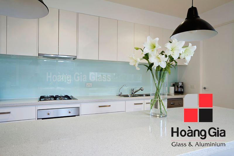 Kính ốp bếp màu trắng xanh Hải Long - Hoàng gia glass