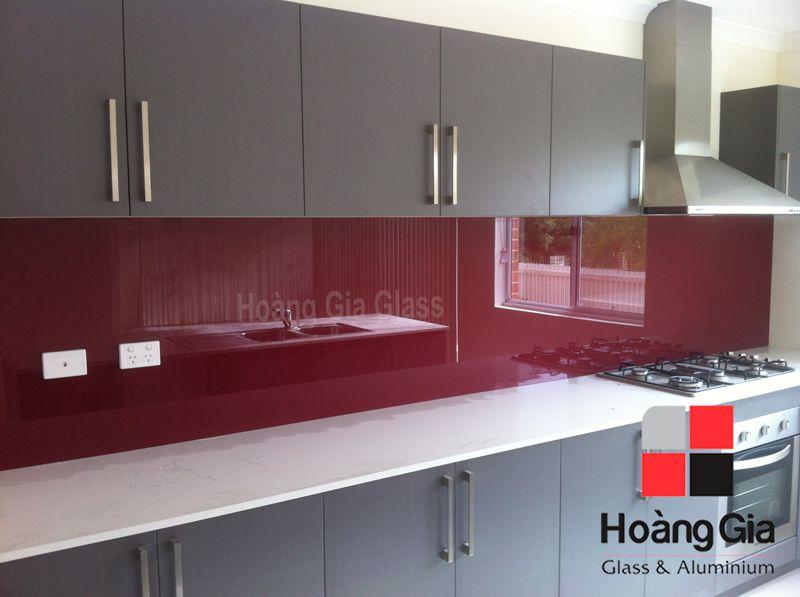 Kính ốp bếp màu đỏ rubi Hải Long - Hoàng gia glass