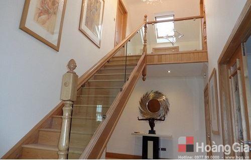 Cầu thang bằng kính pad đơn