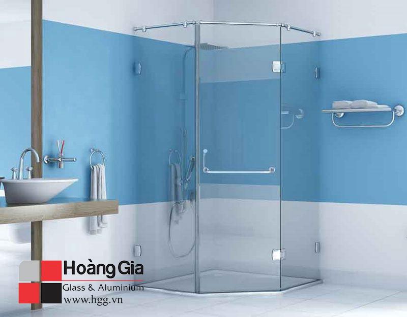 Phòng tắm kính vát góc hgg