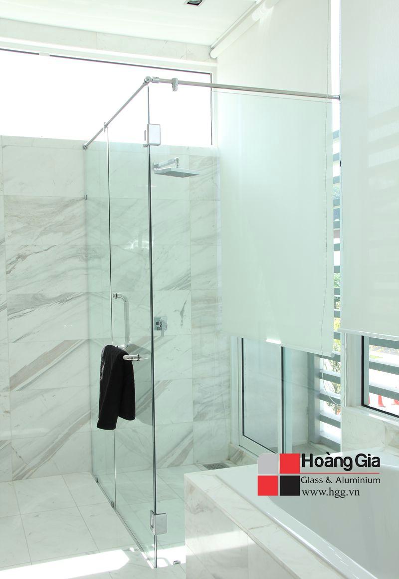 Phòng tắm kính cường lực hoàng gia thi công