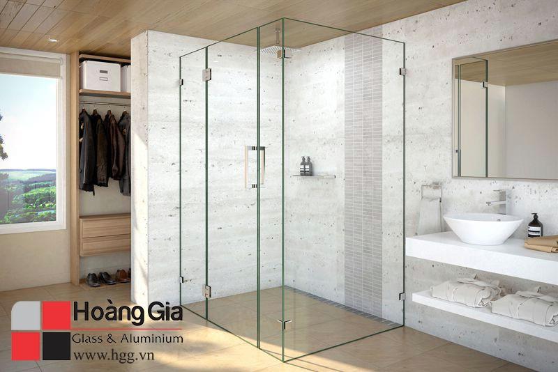 Phòng tắm kính vuông đẹp thi công bởi hoàng gia