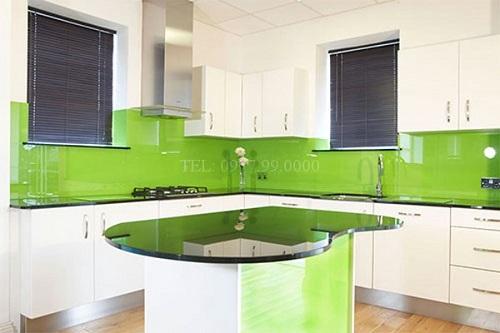 Kính bếp màu xanh cốm dễ dàng kết hợp với nội thất