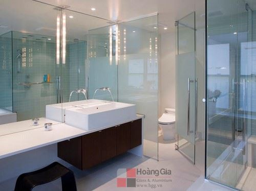 Phòng tắm kính đẹp tại Hoàng Gia
