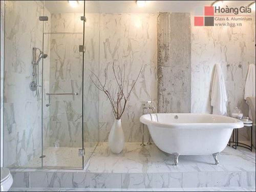 Phòng tắm kính góc vuông 90 độ