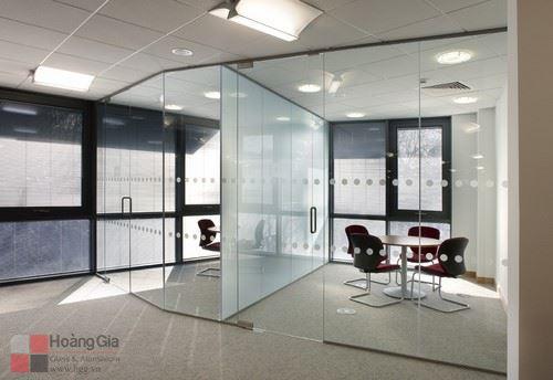 Vách kính cường lực văn phòng – Hgg.vn
