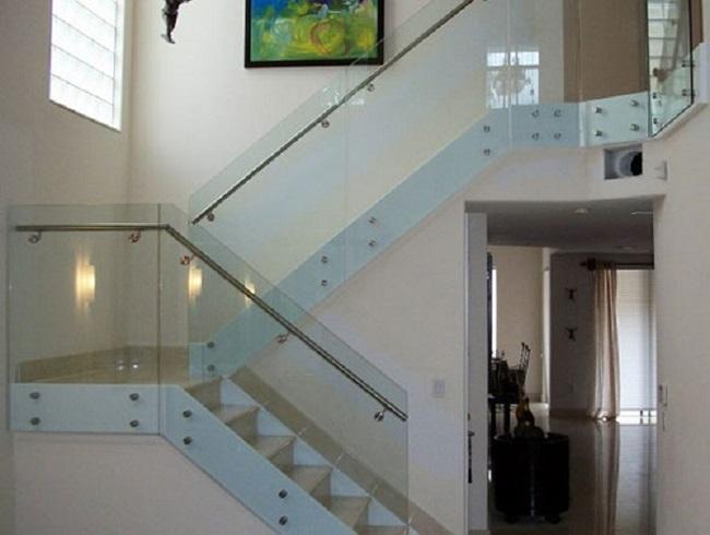 mẫu cầu thang kính cường lực sử dụng pad đơn