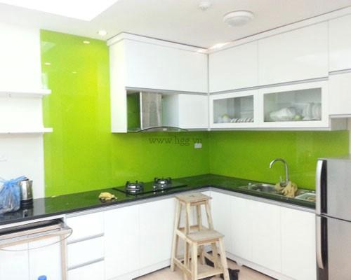 Kính ốp bếp màu xanh cốm đẹp