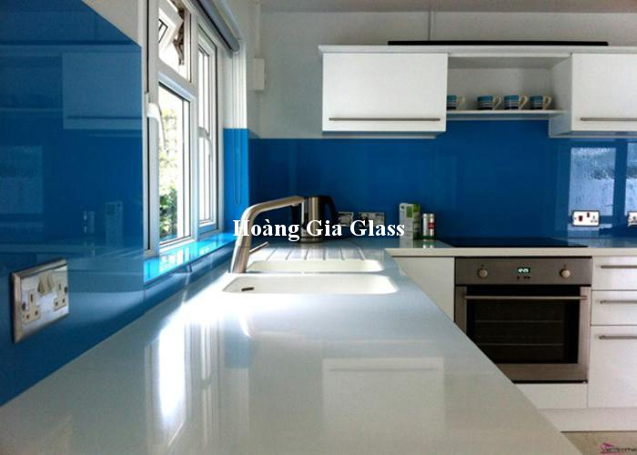 Kính bếp màu xanh dương đẹp, hiện đại